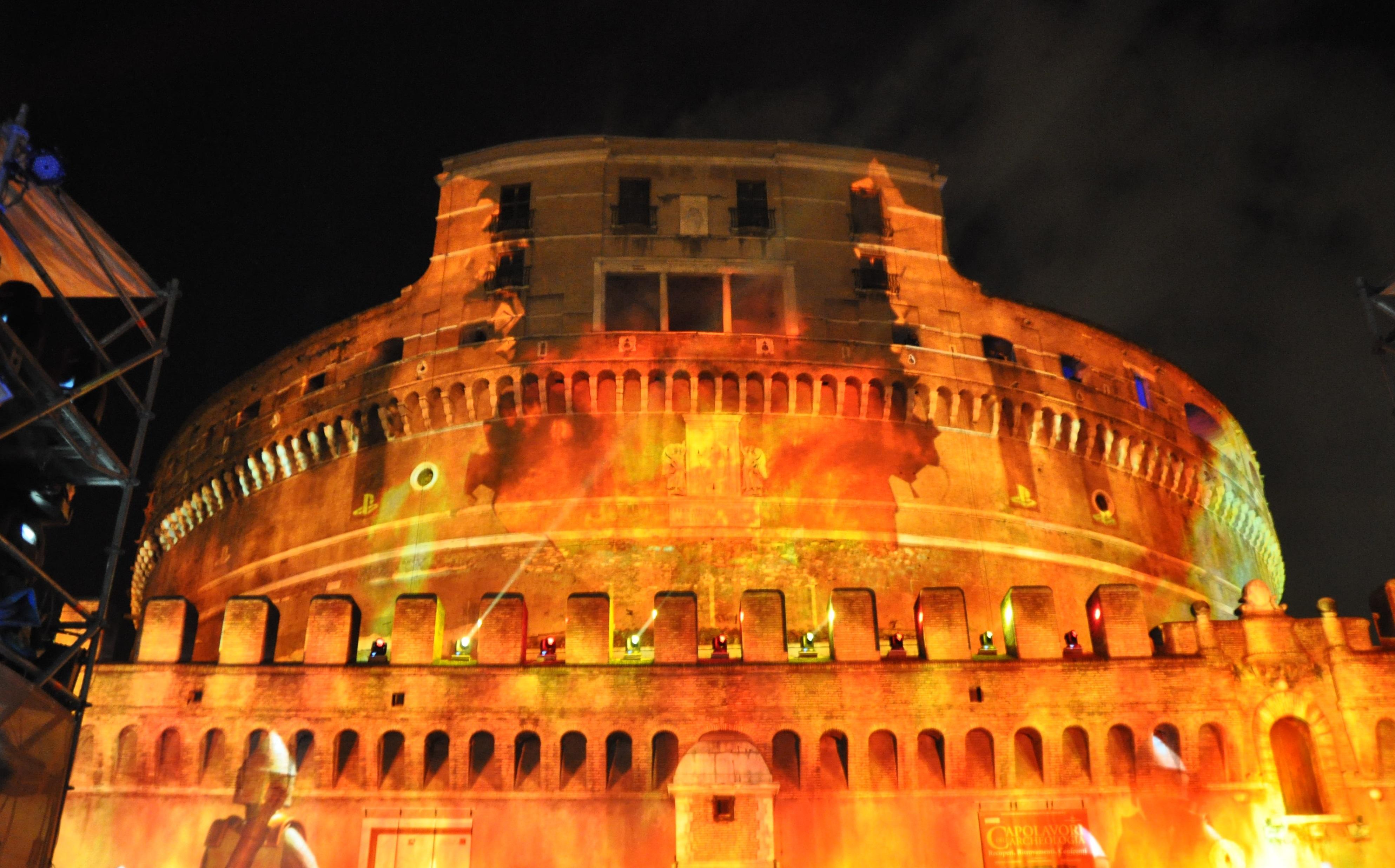 Le fiamme virtuali su castel sant 39 angelo video rai news for Europeo arredamenti mosciano sant angelo