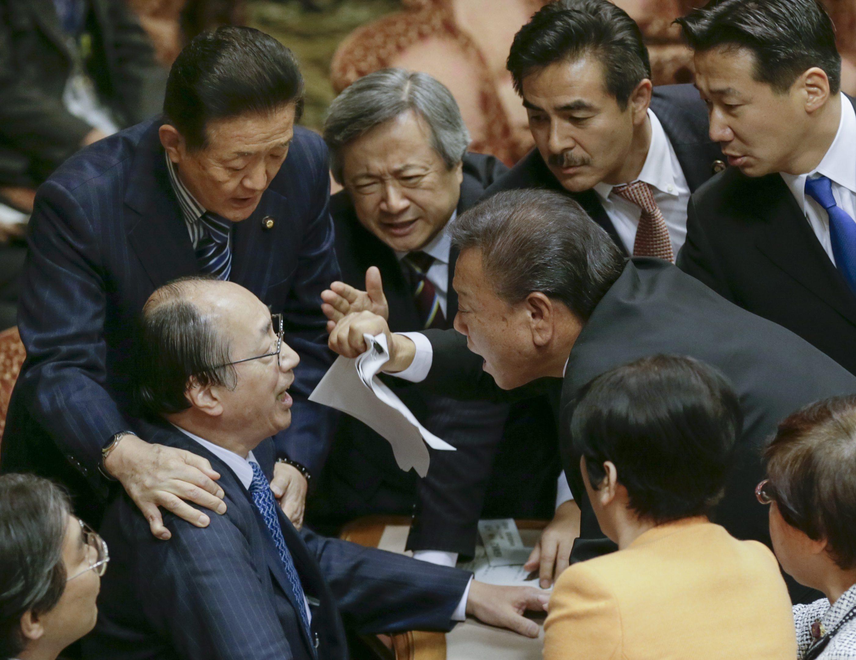 Legge bavaglio rissa in parlamento in giappone for Parlamento rai