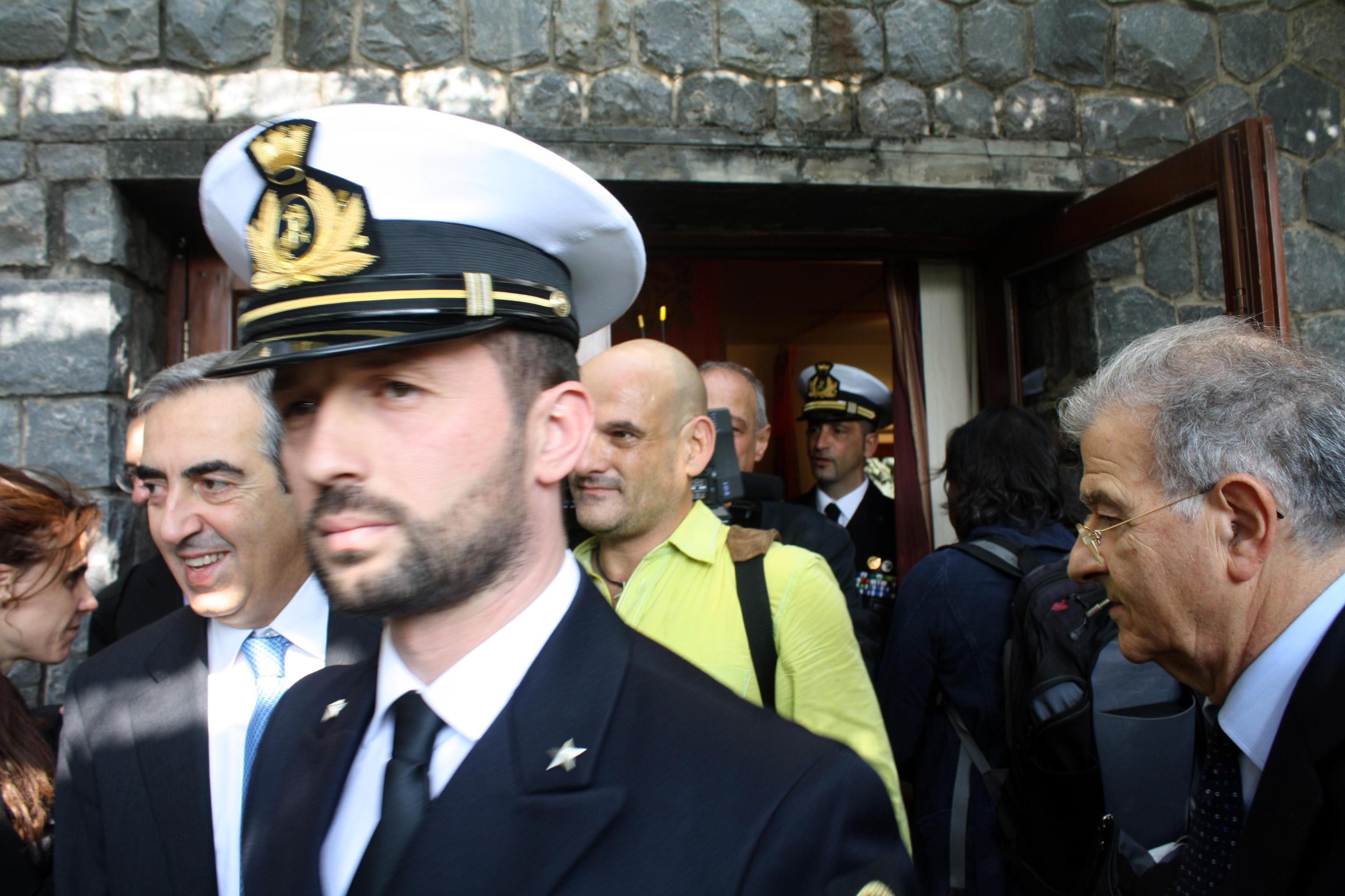 I parlamentari italiani incontrano i due mar for Parlamentari italiani