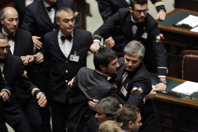 Camera approva decreto imu bankitalia e scoppia la bagarre for Tv camera deputati