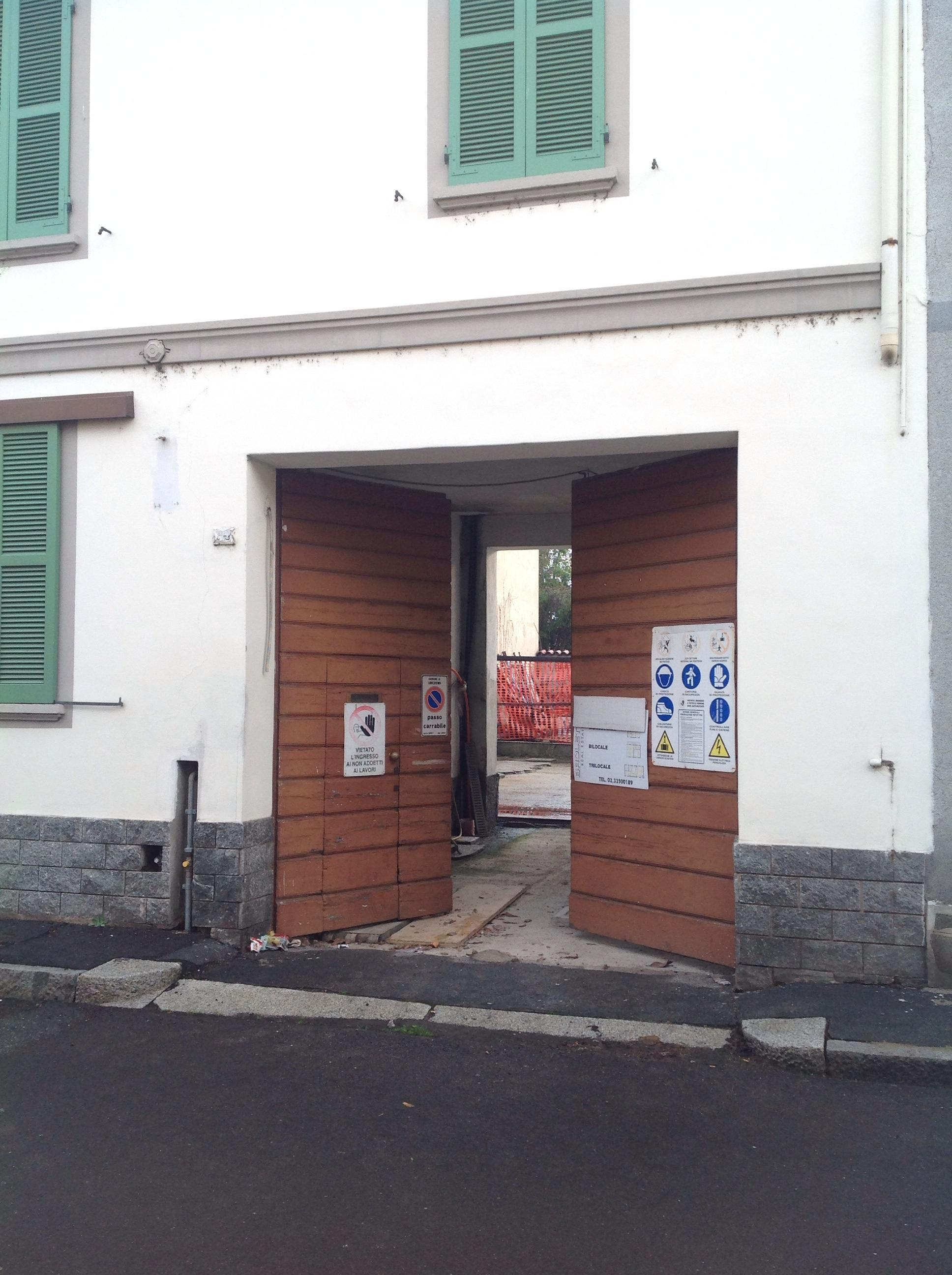 Ecco come viveva l 39 evaso in fuga le foto del nascondiglio for Piani di casa del revival greco