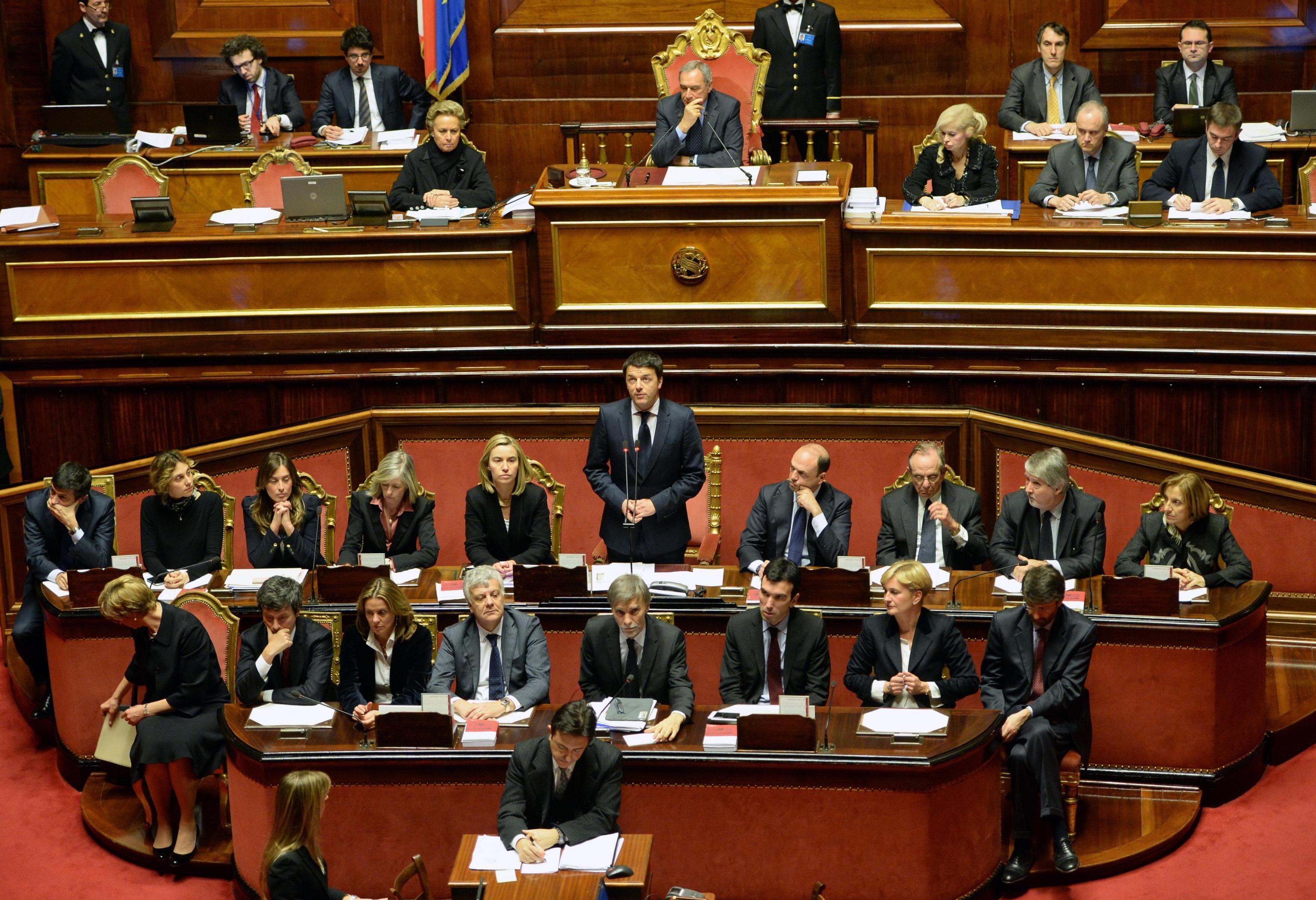 Matteo renzi chiede la fiducia in parlamento le foto for Parlamento rai