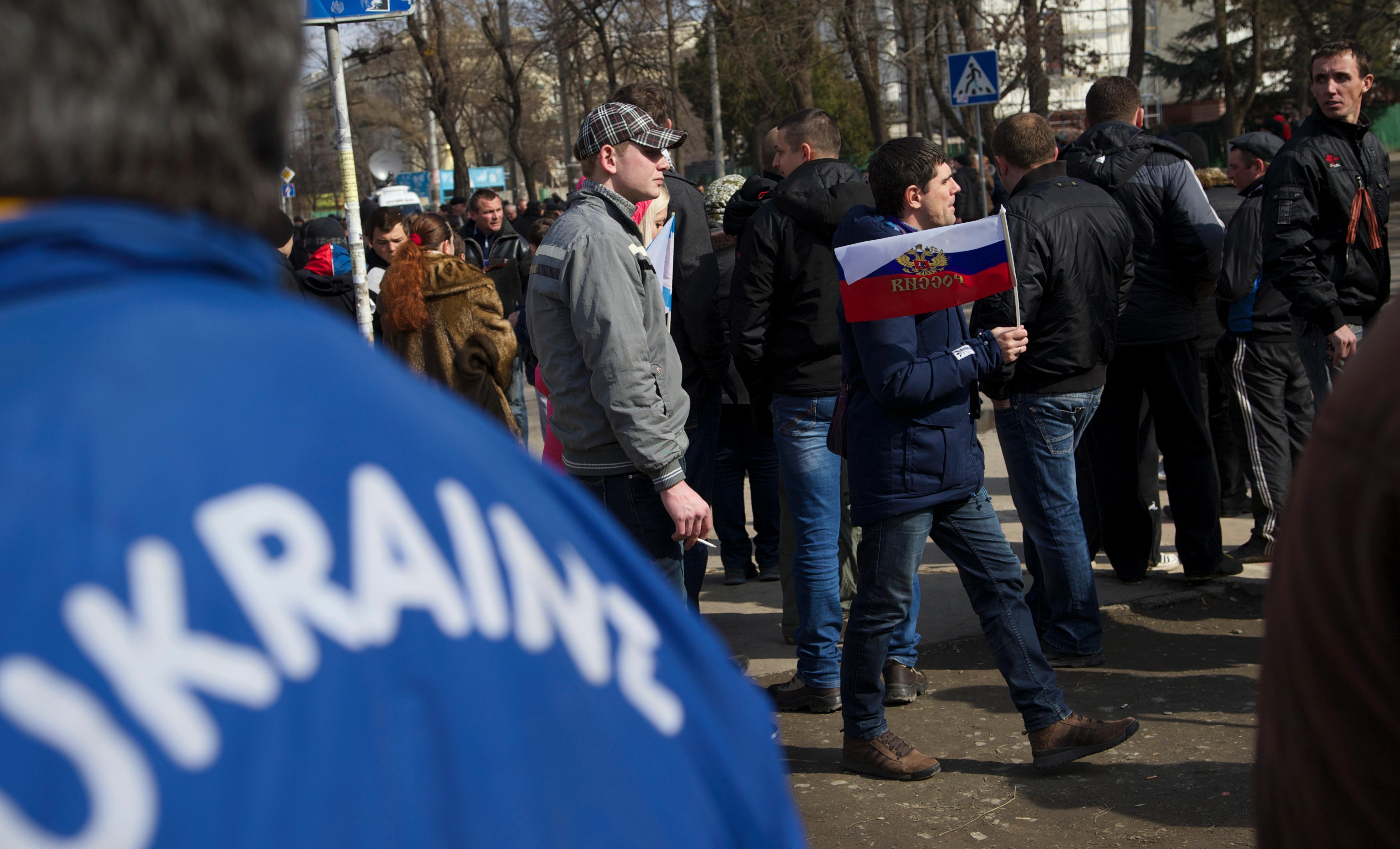 Ucraina uomini armati bloccano il parlamento della crimea for Parlamento rai