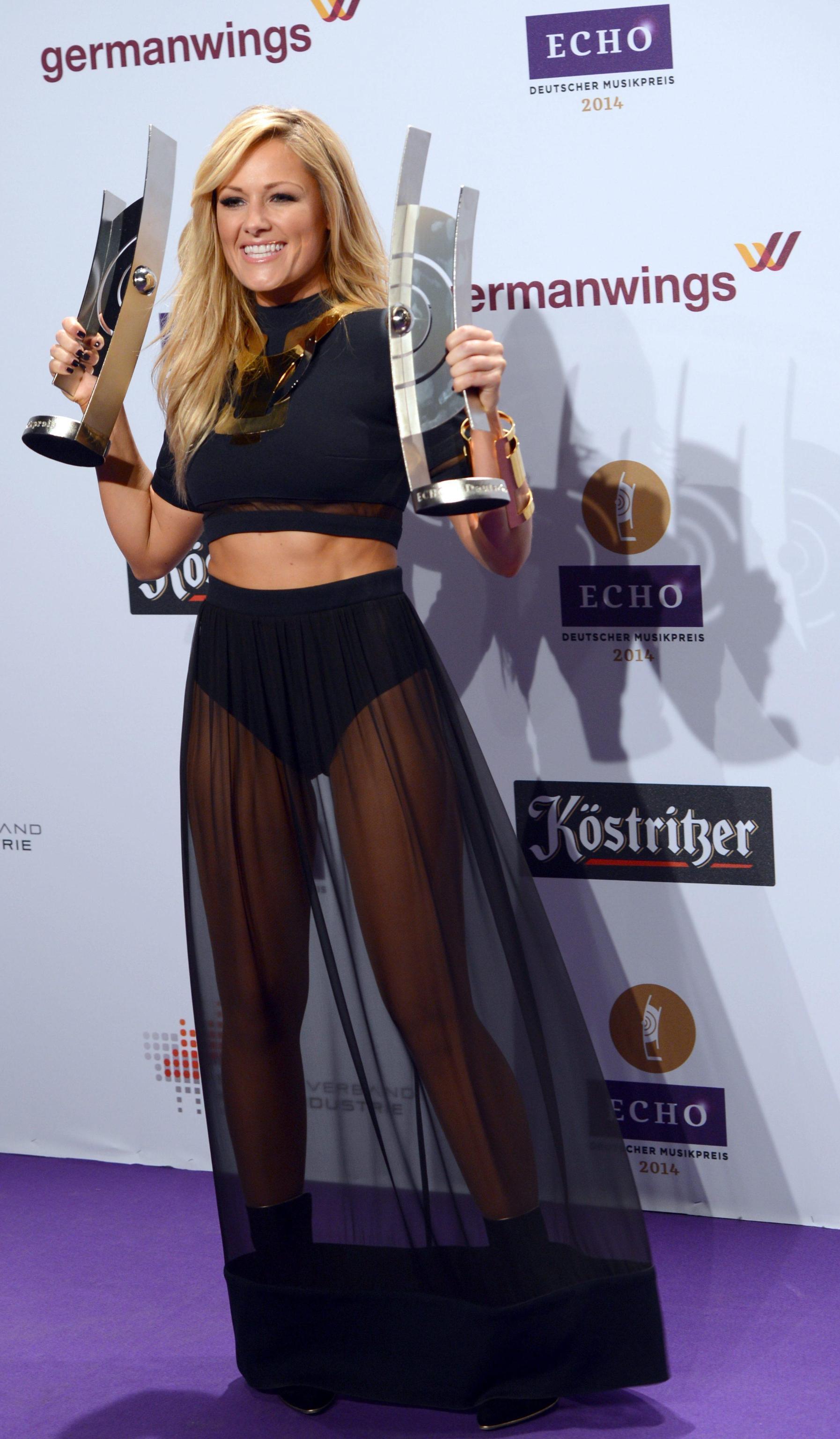 Shakira e Kylie Minogue, sale la temperatura agli Echo Music Awards di ... Shakira Canzoni
