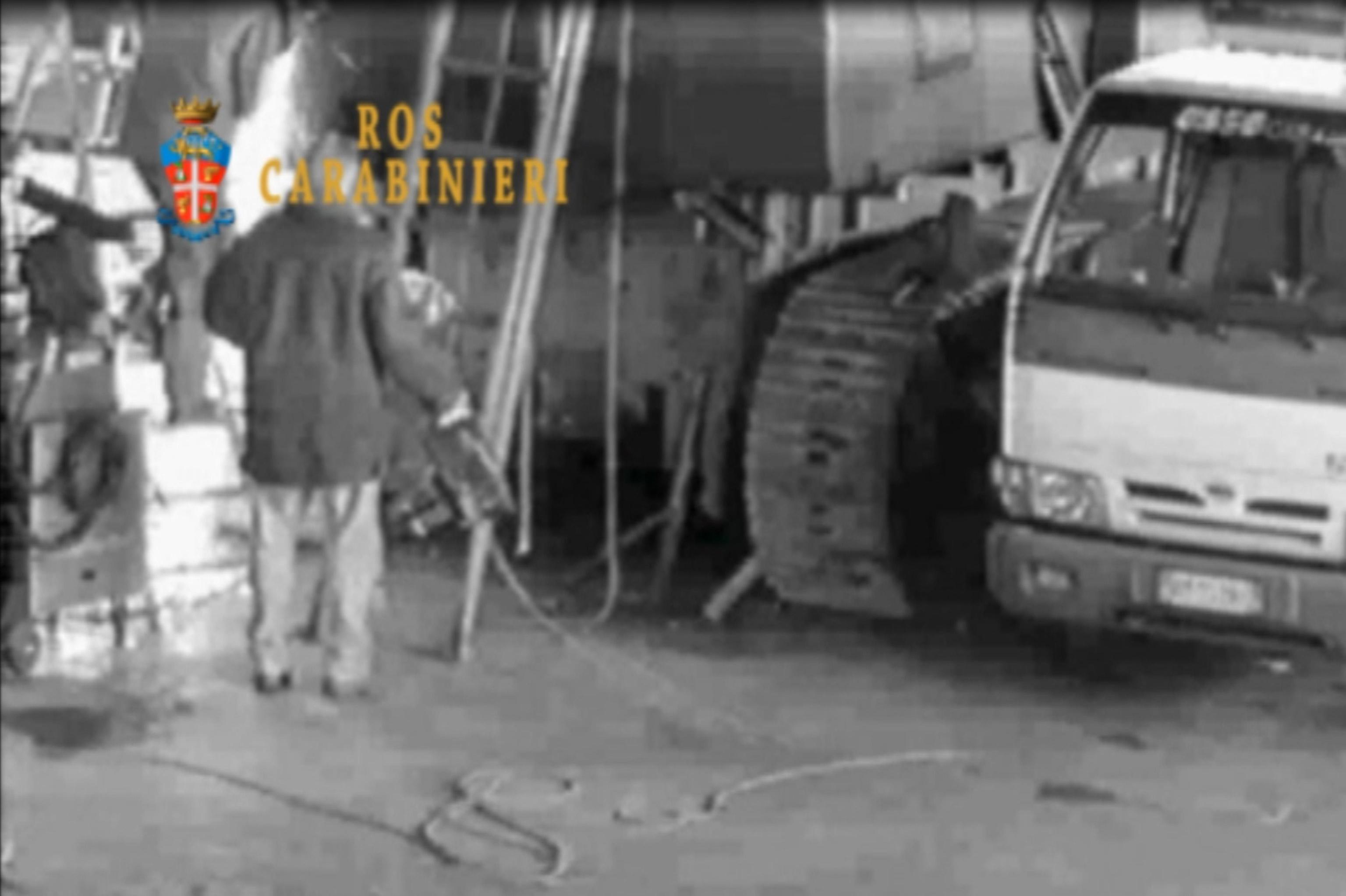 Sventato piano secessionisti le immagini del carro armato for Apri le foto del piano