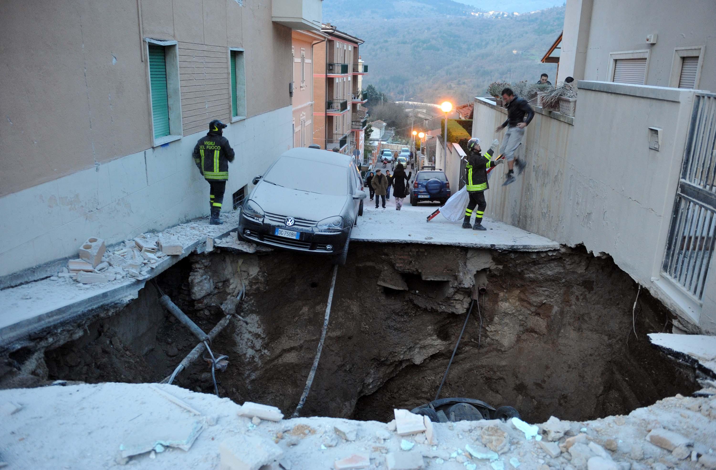 Risultati immagini per immagine terremoto l'aquila