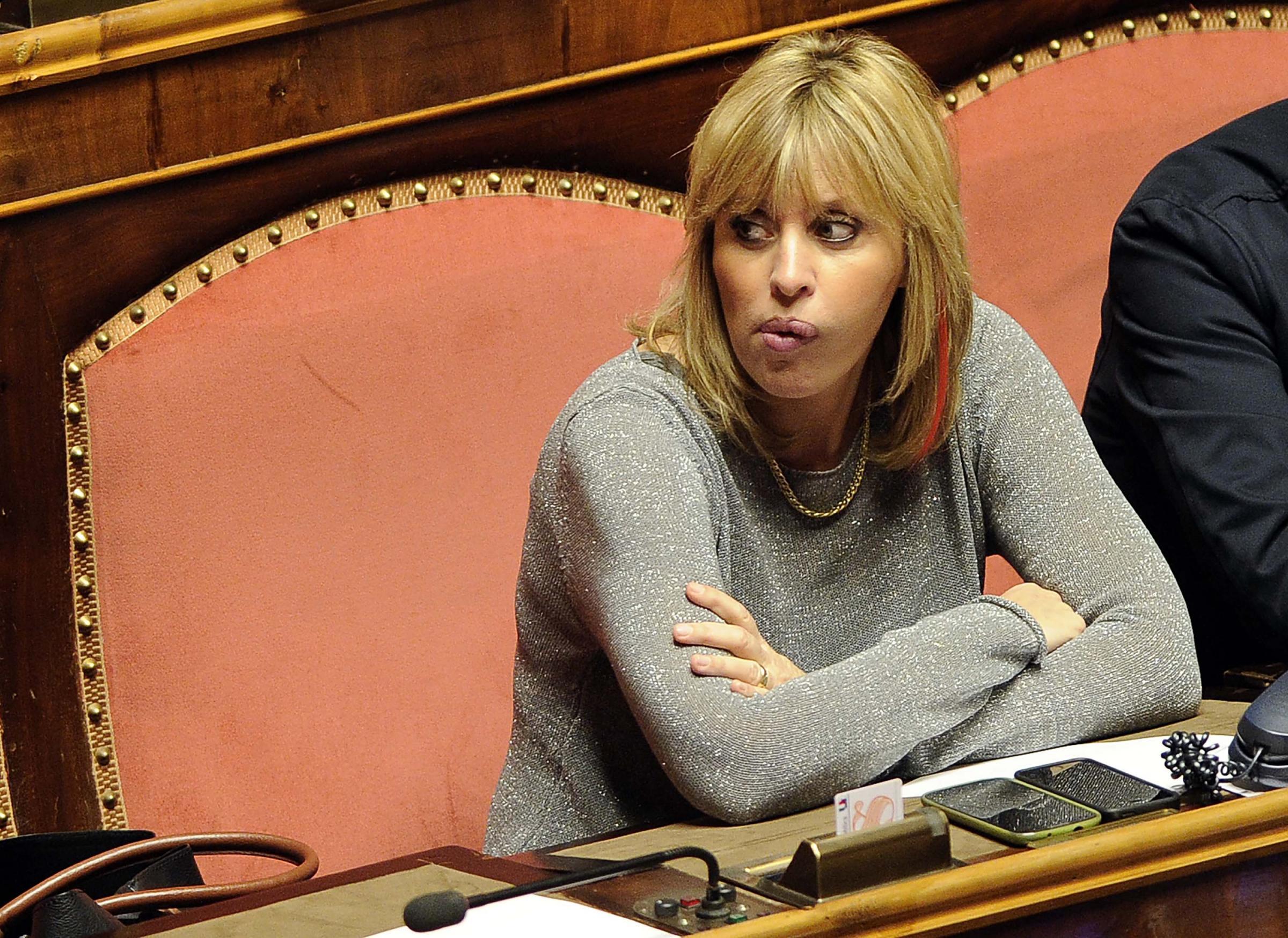 Tutte le foto dei 73 italiani eletti al parlamento europeo for Numero senatori e deputati in italia