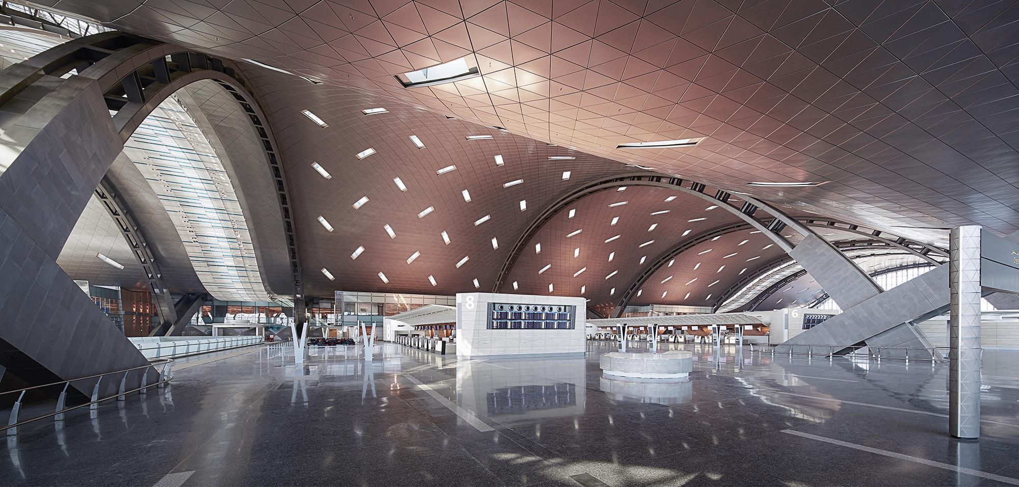 Aeroporto Del Qatar : Fontane d acqua e chaise longue inaugurato a doha il