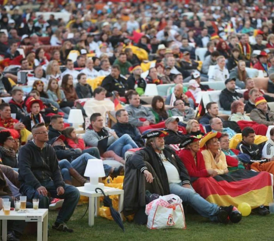 Berlino stadio diventa salotto per i mondiali carta da for Divani trentino alto adige