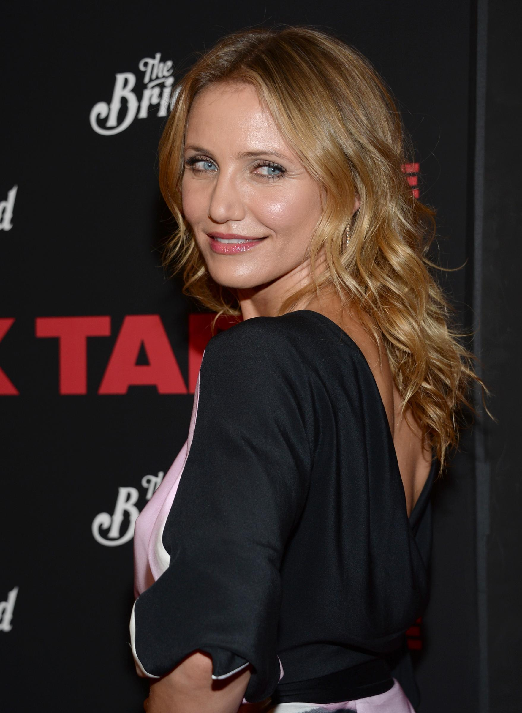 Camera gets to the bottom of Cameron Diaz - Mirror Online