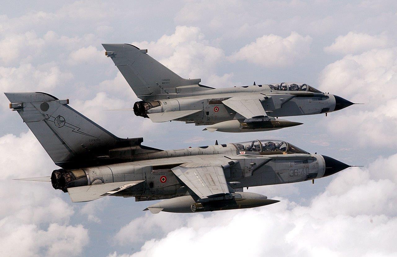 Aereo Da Caccia Tornado : Scontro in volo tra due tornado le immagini dopo la