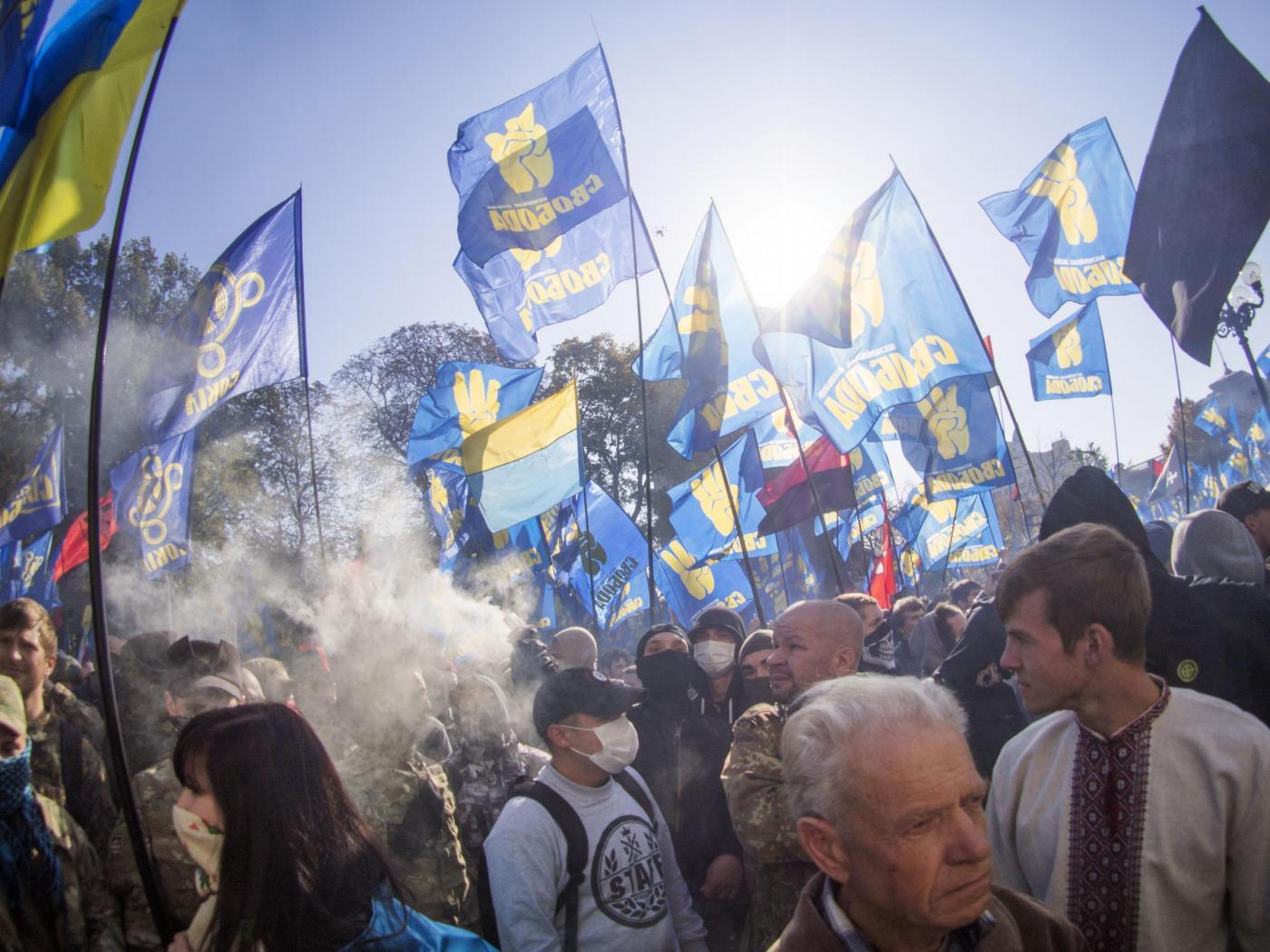 Kiev proteste e fumogeni davanti al parlamento foto for Parlamento rai