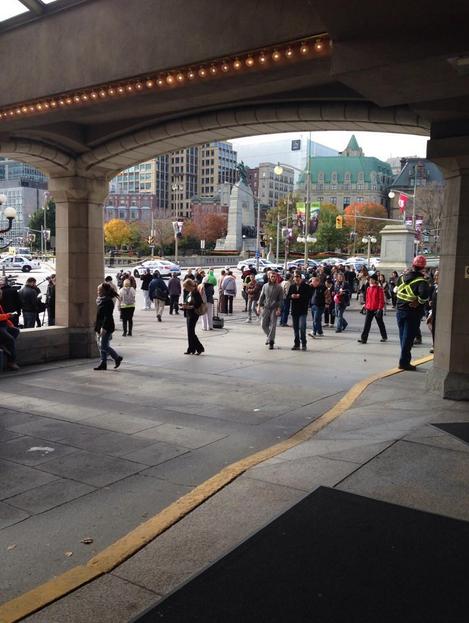 Canada sparatoria nel parlamento di ottawa le foto su for Parlamento rai
