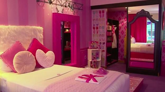 Casa Ufficio Barbie : Dormire nella casa di barbie? adesso si può video rai news