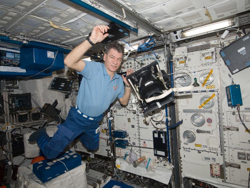 A bordo della stazione orbitante internazionale ( ISS )