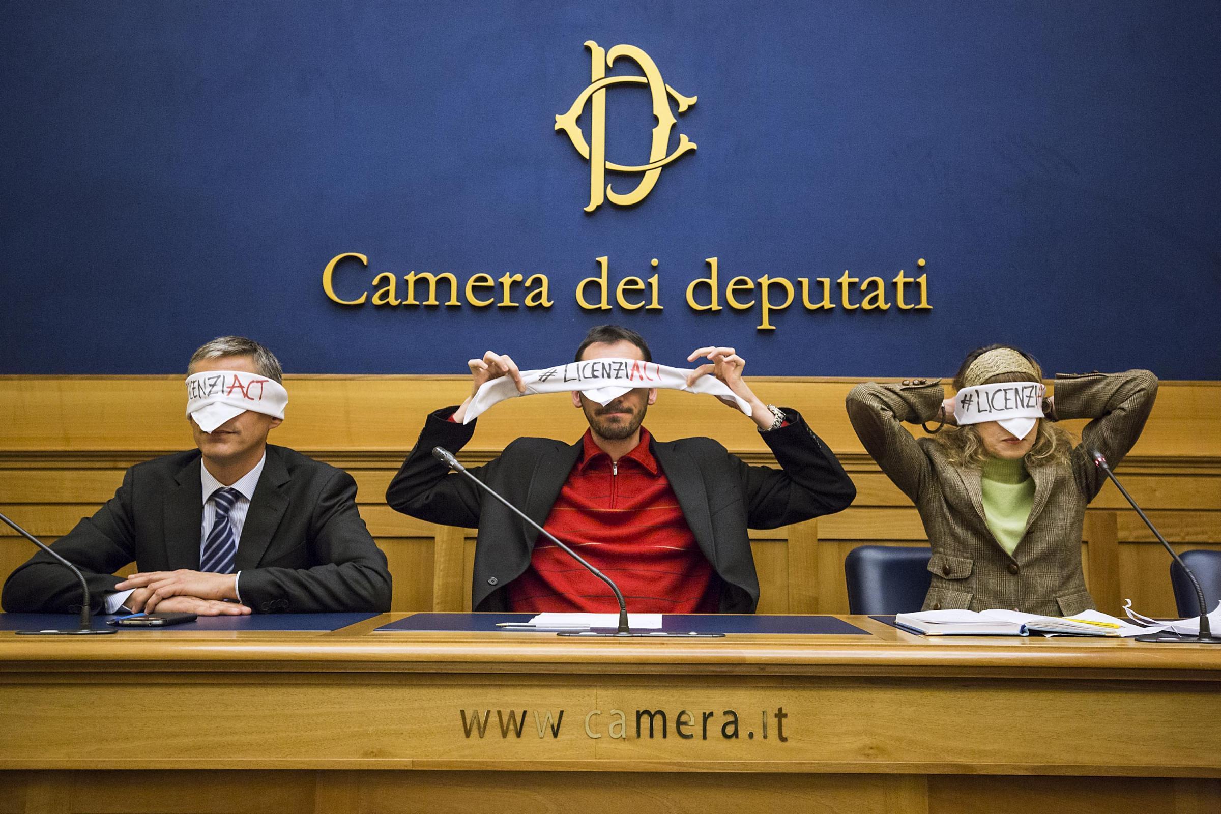 Bendati contro il jobs act la protesta alla camera dei for Camera dei deputati diretta tv