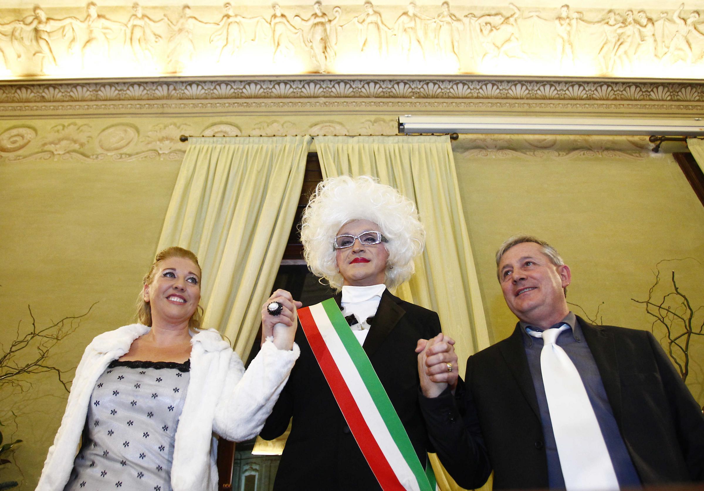 Drag queen celebra matrimonio civile la prima volta in for Permesso di soggiorno dopo matrimonio