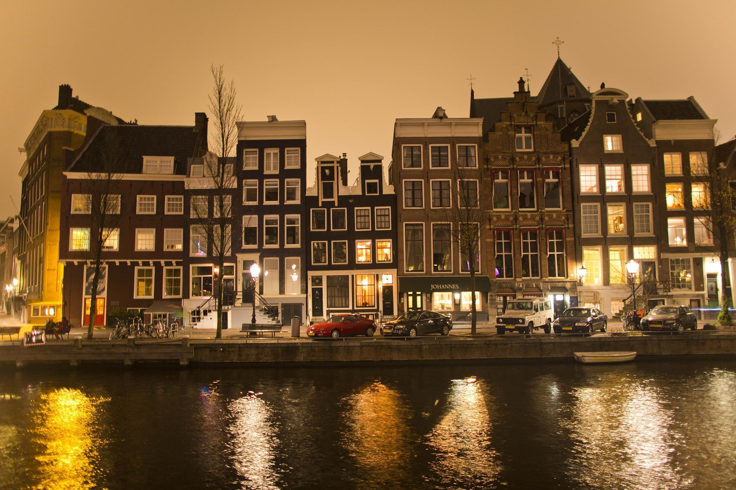 Light festival nel centro di amsterdam un reticolo for Centro di amsterdam