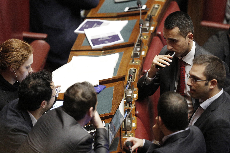 Stabilit deputati m5s siedono sui banchi del governo per for Deputati movimento 5 stelle