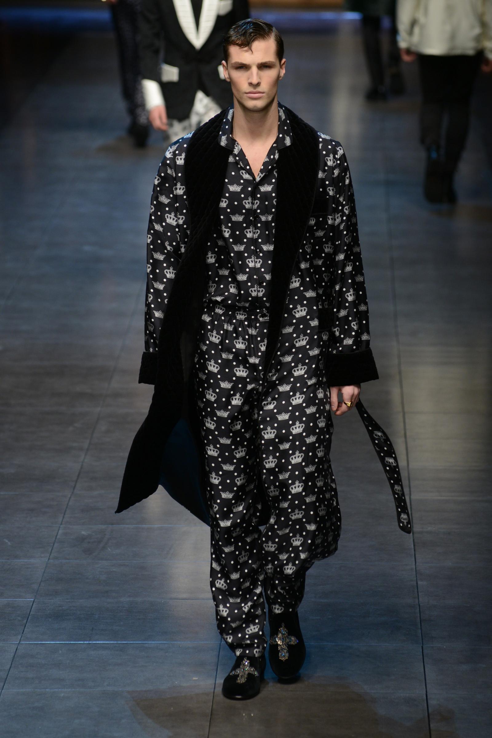 Milano moda uomo: Dolce & Gabbana, l'inno alla famiglia. E ...