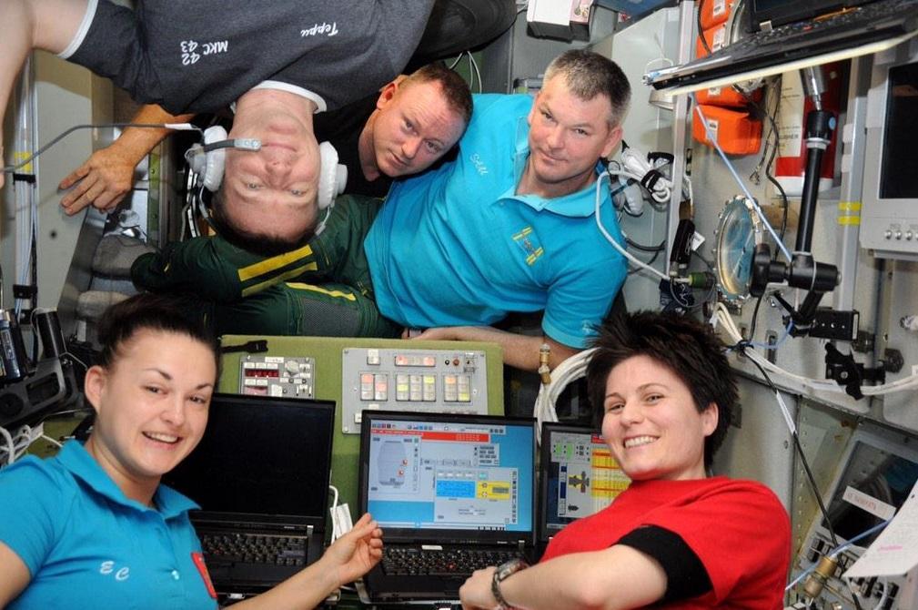 Un lampo nell'occhio del ciclone e mille altre meraviglie: la Terra vista dalla ISS
