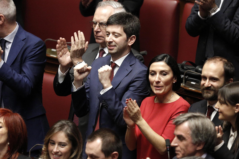 Mattarella ricompatta il pd ecco le foto dell 39 esultanza for Parlamentari del pd