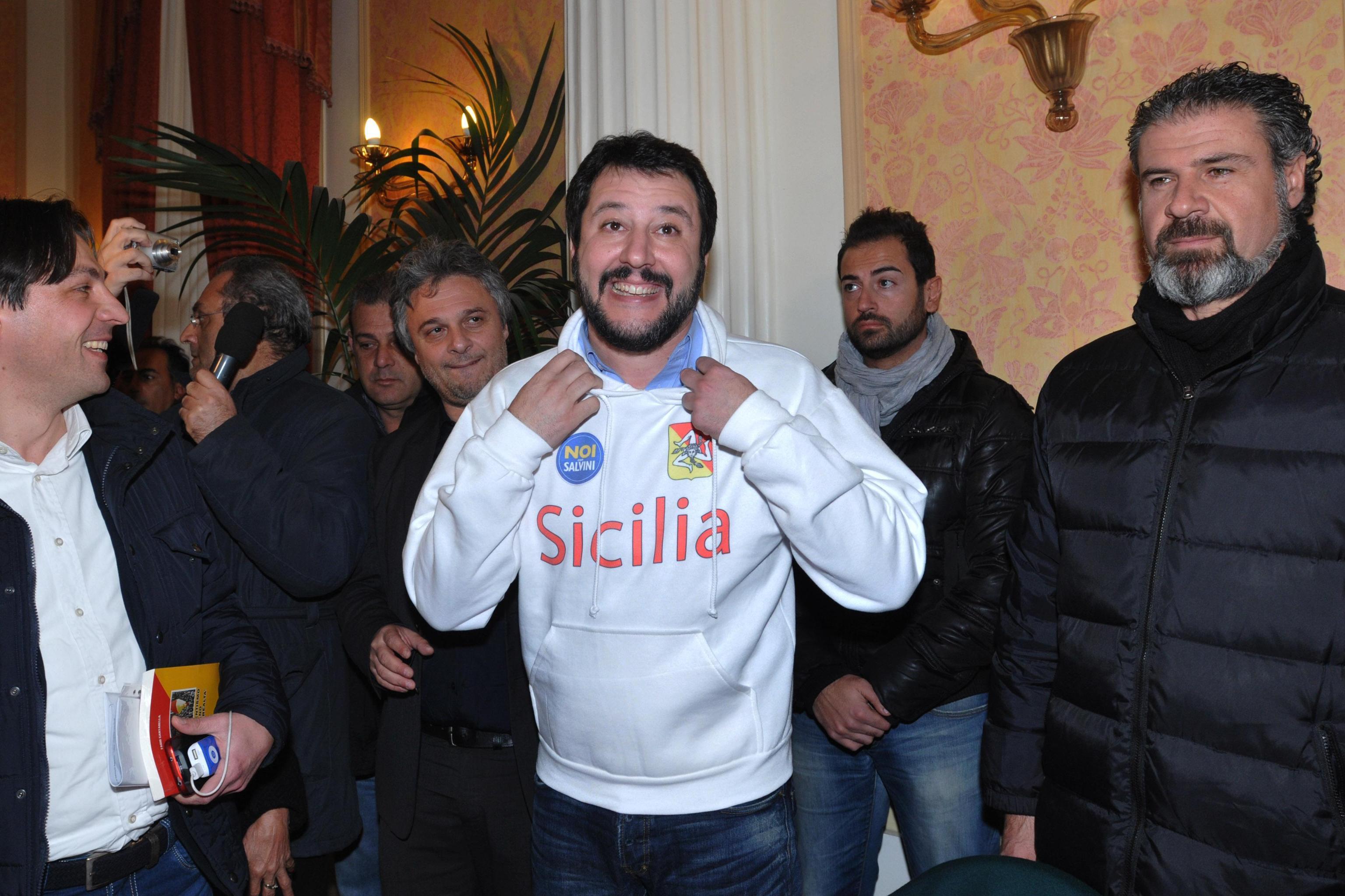 Moda Personalizzate Salvini La Delle Dopo Felpe Camusso Anche Nuova wXqxw7Z1