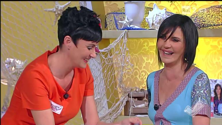Video Rai.TV - Detto Fatto 2014-2015 - Emanuela Tonioni cuce un telo mare che...